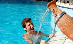 Традициооное фото в бассейне отеля