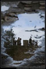 (Ruby Maggot) Tags: people reflection castle water architecture puddle nikon gente lisboa mura acqua riflessi castello architettura lisbona portogallo riflesso d300 pozzanghera pozzanghere