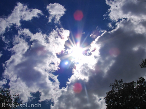 Sun & clouds by Rhys A., on Flickr