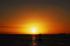 Waikiki Sunsetivity (Mr. FRANTaStiK) Tags: sunset usa seascape america landscape hawaii waikiki silhouettes honolulu fongetz francistan