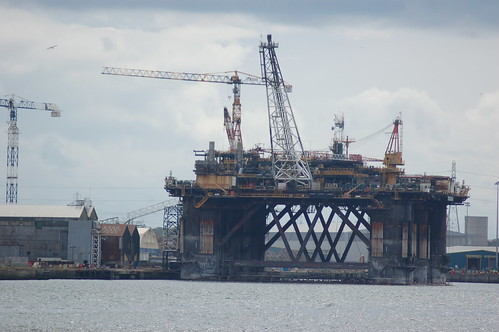 Oil rig on Tyne Jul 10