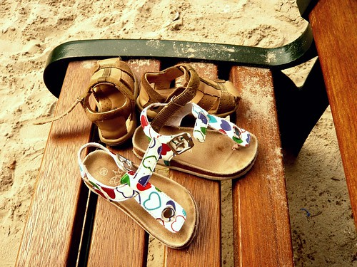 sandalias en la plaza