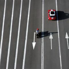 ➜ ••> ➜ ••> ➜ ••> [☻] <•• <•• <•• <•• (Color-de-la-vida) Tags: shadow red rouge rojo shadows mini moto vermell rood rosso lineas rooi flickrduel colordelavida podríaserundíarojoa fechas➜ minichulo