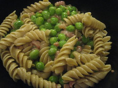 "Pasta ""carbonara"" with peas"