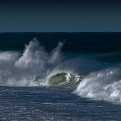 Broken wave (Julio López Saguar) Tags: seascape beach portugal waves playa paisaje strong olas cascais fuerza juliolópezsaguar güincho