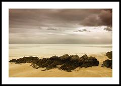 Binic plage (@lain G) Tags: mer france nikon sable bretagne ciel plage manche rochers côtesdarmor binic nikond90
