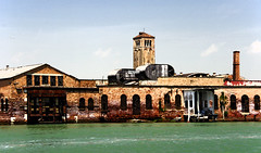 Murano rovellat / Rusted Murano (SBA73) Tags: old blue venice italy brown tower industry water azul boat agua rust ruins wasser barca italia factory rusty lagoon oxido belltower campanile ruinas venetian laguna blau murano marron venise venecia venezia azzurro industria venedig aigua fabrica campanario bot ruines oxidado veneto campanar abandonada serenissima llacuna venècia rovell rovellat mywinners oxidat venezsia ヴェネツィ
