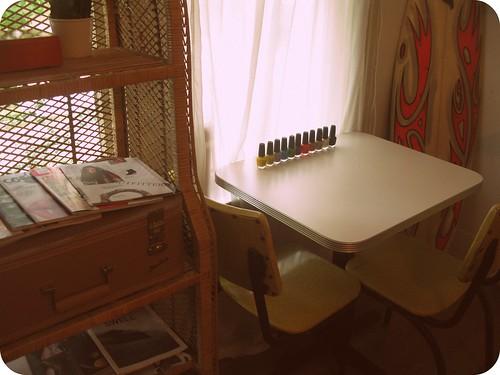 nail polosh table