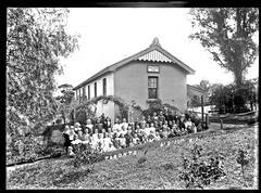 Toronto Public School, Toronto, NSW, 6 September 1911 (Cultural Collections, University of Newcastle) Tags: toronto education box australia nsw schools 42 lakemacquarie 1911 publicschool publiceducation schoolbuildings schoolstudents torontoschool ralphsnowball snowballcollection ralphsnowballcollection asgn1001b42 torontopublicschool newcastleregionnswhistorypictorialworks photographynewsouthwalesnewcastle photographynewsouthwaleshunterregion schoolsnewsouthwalesnewcastlehistory