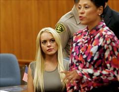 La actriz estadounidense Lindsay Lohan llega a...