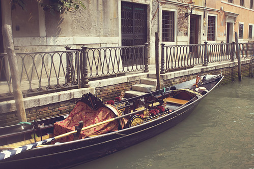 gondola docked