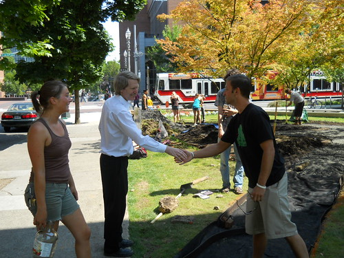 Students (Andreu Ferrero and Fallon Roderick) meet PSU's Campus Planner (Ernest Tipton)