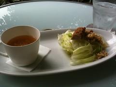 早速、サラダとスープです。