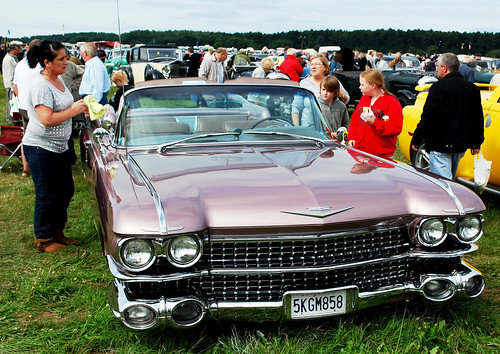 "WOODVALE RALLY 2010 ~ CADILLAC ELDORADO.  ""SHINE THAT CADDY!"""