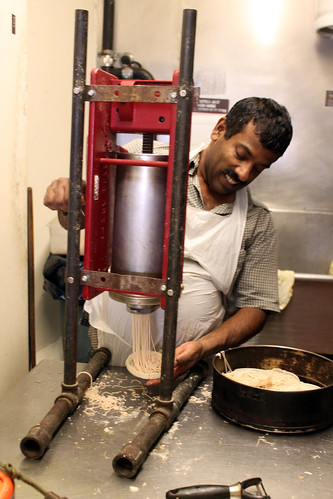 making idiyappams