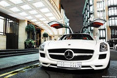 Mercedes-Benz SLS (Willem Rodenburg) Tags: uk white 3 london yellow night photoshop grey mercedes benz wings nikon long doors open unitedkingdom shots united picasa kingdom s ferrari sl f mercedesbenz brakes l nightshots 300 1855 rims wit blanc scuderia dorchester sls willem f430 londen spotlights 430 lightroom gullwing d40 rodenburg