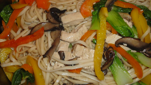 素拌麵 Noodles with stir-fried tofu, mushrooms, colorful bell peppers, and bok choy