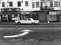 Mission District, San Francisco (Dave Glass . foto) Tags: sanfrancisco arrow missiondistrict subshop dodgedart 23rdstreet iphone4 jeffssubshop beverlyhillscleaners