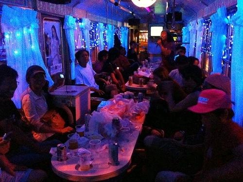 函館のカラオケビール電車