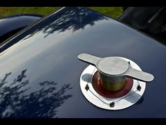 bouchon réservoir (Steph Blin) Tags: blue bugatti cars worldcars french prestige luxury automobile course 1927 t35