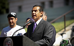 Bicycle Safety Awareness Ad Campaign 11 (Antonio Villaraigosa) Tags: bicycle la losangeles mayor cityhall villaraigosa antonio labike mayorantoniovillaraigosa labikes