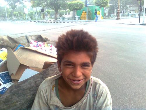 طفل يعمل في جمع القمامة