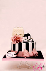 For The Fashionista (Bella Cupcakes (Vanessa Iti)) Tags: birthday pink roses shoes highheels heels glam chanel chanelbag chanelbagcake chanelcake bellacupcakes chanelshoecake oldschoolglam