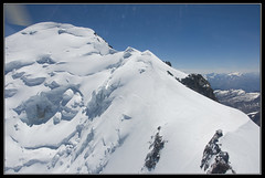 Mont Blanc et arete des bosses (gamelle71) Tags: mountain snow alps ice montagne alpes landscape neige paysage chamonix montblanc glace nikond90 hlicoptere cmbh pascalbrun
