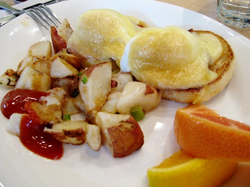 Classic Eggs Benny @ Red's Diner