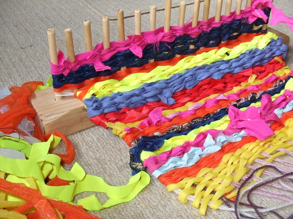 weaving a rag rug