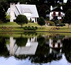 reflexo. (Nay Hoffmann) Tags: casa agua casas reflexo