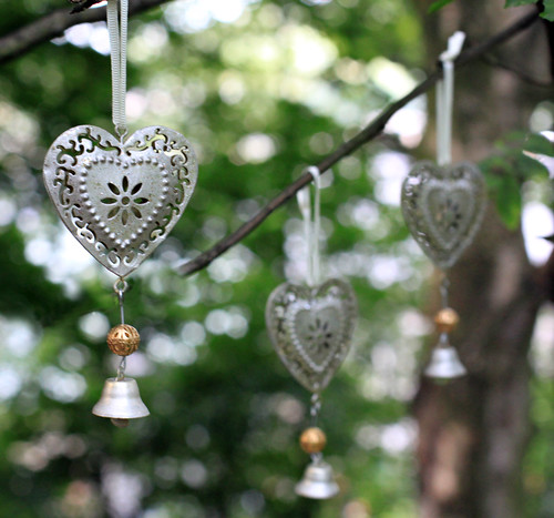For more hearts and wedding decorations please look here