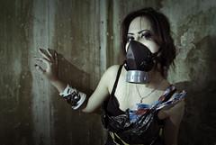 [フリー画像] 人物, 女性, アジア女性, ガスマスク, 201010141500
