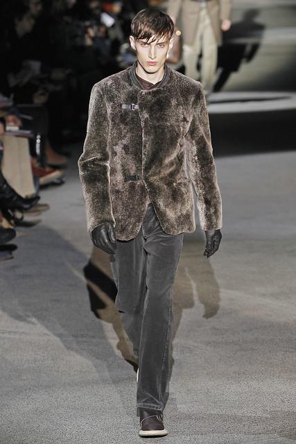 Charlie France3414_FW11_Paris_Louis Vuitton(VOGUEcom)