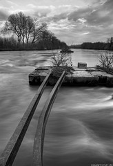 waves (romvi) Tags: park longexposure trees bw white black france nature water seine clouds forest river de la nikon eau europe long exposure noir waves rail nb arbres villa rails pause nuages vagues et 77 foret parc blanc romain dri hdr hdri fleuve marne noisiel longue d700 romainvilla romvi