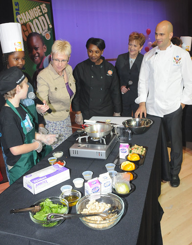 Sam Kass, White House Assistant Chef and Senior White House Policy Adviser for Healthy Food Initiatives (far right), and Dr. Janey Thornton, USDA Deputy Under Secretary for the Food, Nutrition and Consumer Services (right), watch as Metrowest Elementary School chef students show off their recipes. (USDA photo by Debbie Smoot)