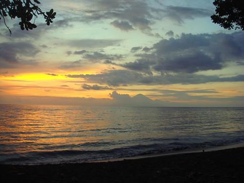 the agung  mt. & sunset @ kerandangan beach