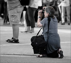 """Street Photographer"" (Gabi Wi) Tags: photographer vantagepoint press posture fotografin blickwinkel presse körperhaltung"