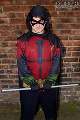 IMG_1940.jpg (Neil Keogh Photography) Tags: batman cape dc gold toppants tv jumpsuit red female utilitybelt male staff armour film mask manchestersummerminicon videogames cosplay black green cosplayer comics dccomics robin