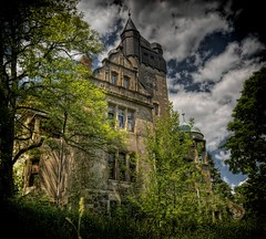 Villa Auerbach - My Home is my Castle! (Batram) Tags: urban castle beauty germany deutschland for thringen sale euro decay thuringia villa mansion rent exploration chteau urbex auerbach 1000000 saalfeld 1million contactme