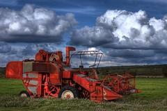 Cosechadora (Jose Casielles) Tags: nubes campo yecla cosechadora fotografasjcasielles