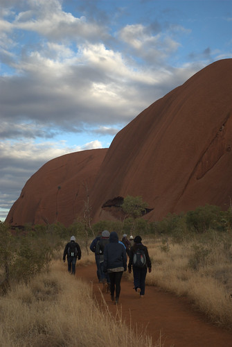 Morning Uluru base walk