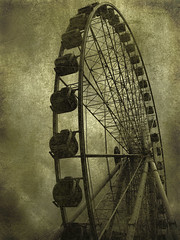 Manchester - Panoramic wheel (Muratodentro [ Luca Renoldi ]) Tags: old manchester nikon whell panoramicwheel photographyrocks flickraward flickraward5
