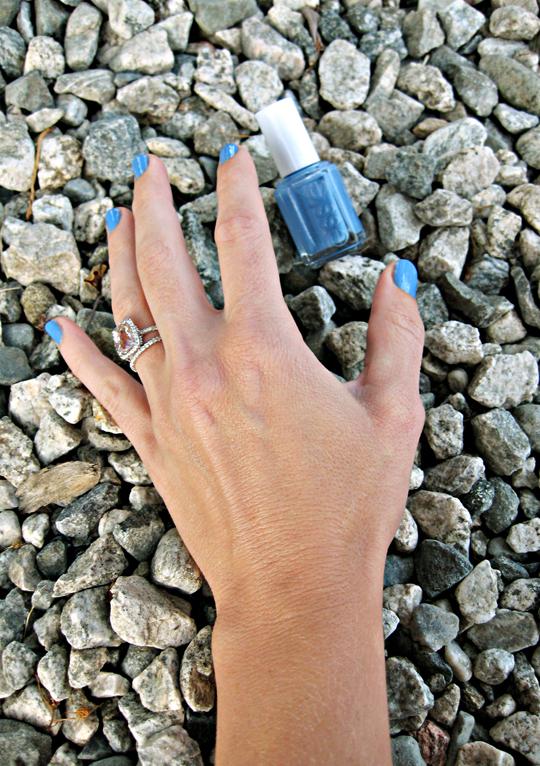 ESSIE nail polish+Lapis of Luxury+light blue nail lacquer