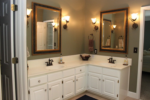 I know that I shouldn  39 t complain because it  39 s a good sized bathroom in good condition  But I  39 m gonna complain anyway. Pottery Barn for my Potty Barn   Unskinny Boppy