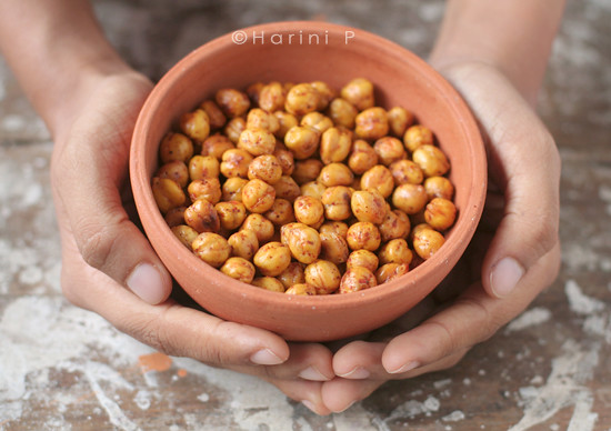 Roasted and spiced chickpeas ~ Chana jor garam