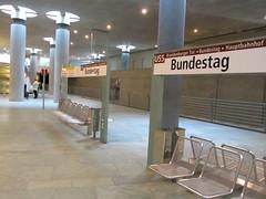 Sitzbank (flierfy) Tags: berlin public station germany underground deutschland metro mtro transport bahnhof ubahn allemagne metropolitana bvg unterirdisch verkehrsmittel haltepunkt ffentlich mtropolitain berlinunderground