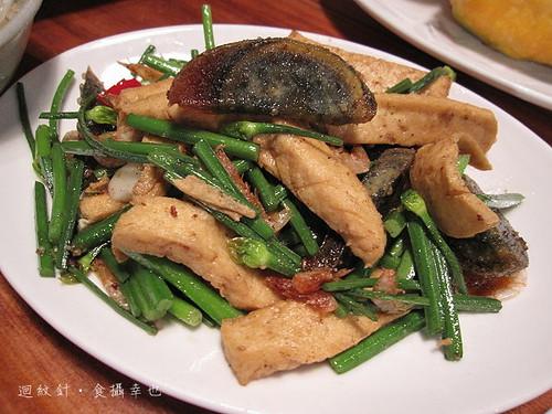 豐盛食堂農家小炒 panfried leeks, dried tofu, shrimps and thousand-year eggs