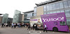 David Beckham's Ankunft mit dem Yahoo! Bus