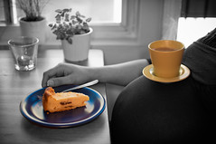 Coffe Break for two (Werner Kunz) Tags: lighting light portrait baby coffee face cake photoshop nikon head flash wideangle belly lowkey ultrawide ringlight strobist noshadows nikond90 werkunz1